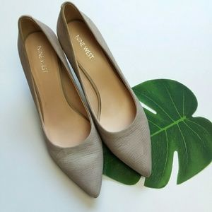 NINE WEST pointed toes textured pumps- 8.5